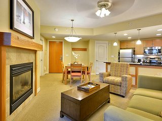 Luxury Ski In/Out In Resort Base Village #3313 - Great Views/Hot Tub/Garage/WiFi, Winter Park