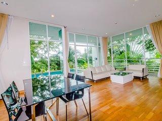 Magnificent view 2 bedrooms condo Karon Hill near the beach, Karon Beach