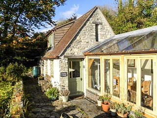THE GARDEN COTTAGE, stone cottage, rural views, cosy accommodation, in Upwey, Ref 943806