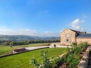 SLACKS BARN, stone barn conversion, stunning views, underfloor heating, stove, WiFi, Crich, Ref 943012