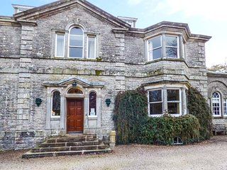 CROMWELL, ground floor apartment, shared enclosed 7-acre grounds, romantic retreat, in Orton, Ref 946307