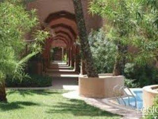 un beau petit riad dans une residence fleurie, Marrakech