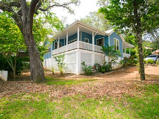 Lawson Rock - Magnolia House, Sandy Bay