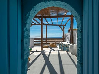 Blue casa, Mirthios