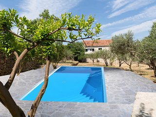 Vacation house Šumica with swimming pool!, Supetar