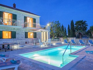 Family Villa Vjeka with private pool and sea views