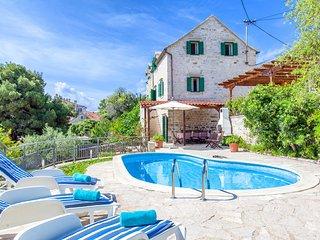 Traditional Dalmatian Villa Bonaca with Pool, Sumartin