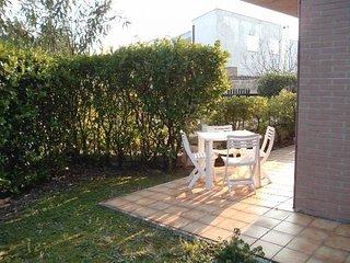 SCIROCCO - Bilocale a Numana, zona residenziale, piano terra con giardino, Sirolo