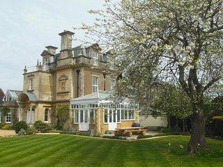 Cedar Grange Manor House - 90 Mins from London - Sleeps 16 - Pool & Hot Tub, Billingshurst