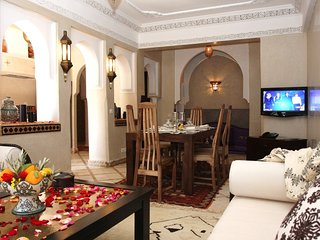 Stunning 2 bdrm Apt in the Best area of Gueliz - Wifi - Pool Access - Parking, Marrakech