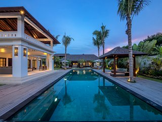 Magnificent 6BR villa,Central Seminyak