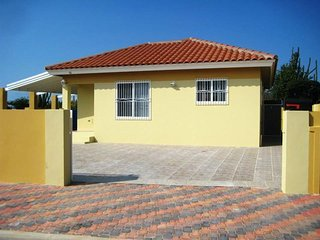 Holidayhouse Dushi Cas with swimmingpool, 3 bedrooms, max. 6 persons., Paradera