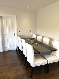 Dining table that seats 8 to 10