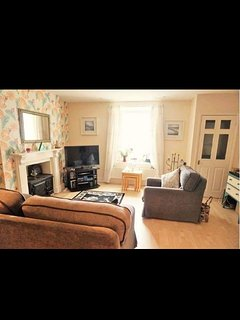 Light and airy openplan groundfloor flat.near to all the amenities., Ventnor