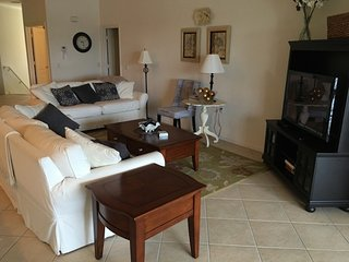 3 bedroom 2 bath condo in Sterling Oaks, Naples