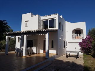 Spacious Villa 5 minutes from the beach