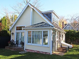 ADORABLE COTTAGE JUST A SHORT STROLL INTO TOWN, Edgartown