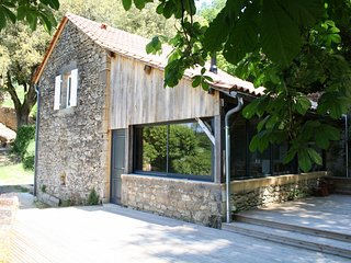 ATELIER DE VEZAC - SUPERBLY RENOVATED PROPERTY WITH FANTASTIC VIEWS AND TERRACE