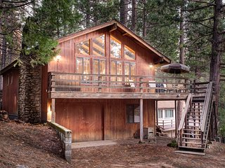 (17B) Tyler's Timber Lodge, Wawona