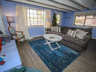 Alice's Hideout Cabin~Cozy Fireplace~Kitchen Essentials~Big Spacious Property~, Big Bear City