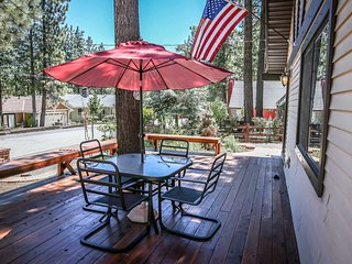 Great Family Cabin~Fenced & Relaxing Back Yard With BBQ~Kitchen Essentials~WiFi~