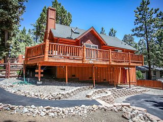 Hilltop Hideaway~Newer & Very Clean Cabin~Awesome Fenced Property~Close To Town~, Big Bear City