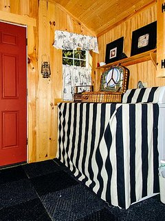 Entryway with washer/dryer
