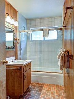 Bathroom 2 combo shower/tub