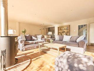 Number Six: 25% discount for Christmas & New Year.  Now only £1,200 per week, Bosham