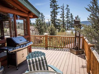 ~Bear Lodge~Tri-Level Fawnskin Retreat~Game Room~Lake Views~BBQ~
