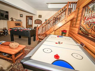 Bear Lodge~Tri-Level Quiet Fawnskin Retreat~Foosball/AirHockey~Lake-View Decks~