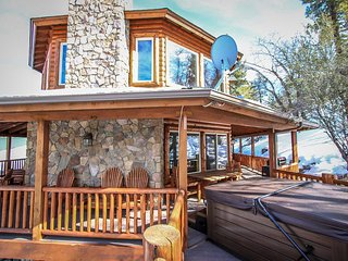 Log Home Luxury~Extraordinary Cabin~Outdoor Spa/Jetted Tub~Pool Table~