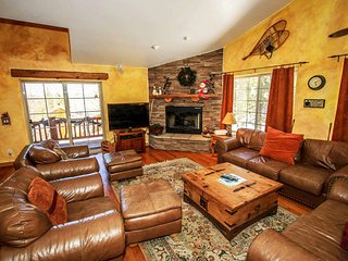 Bear Creek Lodge~Mountain Chalet~Pool Table~Outdoor Spa~Snow Play Hill On Site~