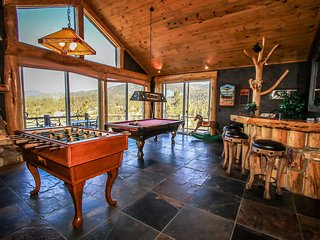 ~Windsong Manor~4 Bd~Custom Lake-View Chalet~Game Room/Wet Bar~Hot Tub~