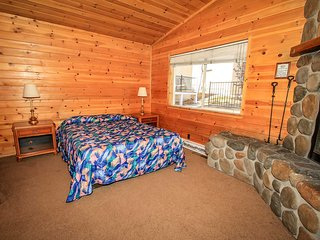 Lakeview Lodge #A~Basic Lodge Unit~Kitchenette & Fireplace~Walk To Town & Lake~
