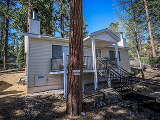 Lakeview Lodge Cozy Jetted Tub Unit~Walk To Town~Fireplace~Basic Kitchenette~, Big Bear Region