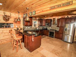 Circle Views Cabin~Impeccable Furnishings & Decor~Awesome Patio~Spacious Home~, Big Bear Region
