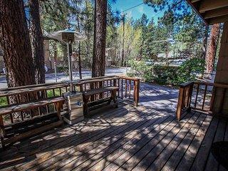 Regal Summit Tri-Level Ski Condo~Loft Area~Fireplace~Washer/Dryer~WiFi~Pets~, Big Bear Region