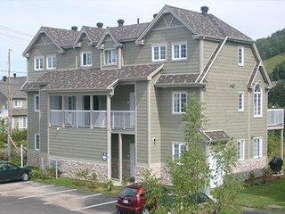 Condo Ski Mountain Cottage, Come Book Today, Saint-Sauveur QC
