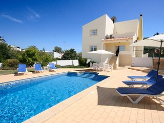 Casa Moinho, 3 bedroom, 3 bathroom, private pool, WiFi, Pool and Ping Pong, Espiche