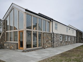 Ultra-Modern Conversion of 18-th Century Ballaloaghtan Barn