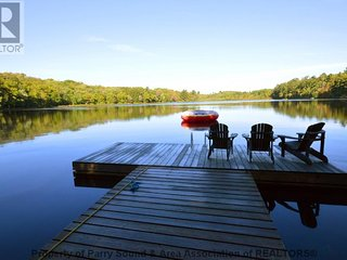 Muskoka Silver Pines Cottage is a Private Waterfront 4 Season Cottage., Muskoka Lakes