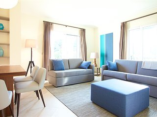 Lovely luxury apt 2BR near Seaside and city center A/C and parking 201