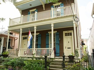 2 BR Vict. House - Garden District