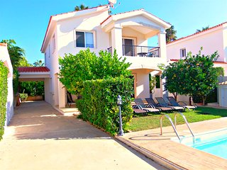 Coral Bay - Detached Villa - Private Pool - 5 Mins Walk to Coral Bay Beaches