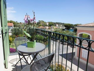 Lovely luxury apt near Seaside and city center A/C and parking SEA VIEW, Saint-Jean-Cap-Ferrat