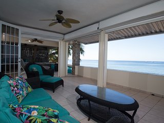 Sunset Paradise Beachfront Villas: Villa 1 Lower