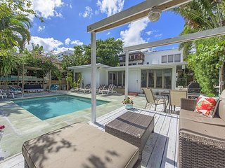 LIVE HERE! SPECIAL SAVINGS THIS MONTH! BEACH, HEATED POOL, CLEAN, GREEN, PETS, Lauderdale by the Sea