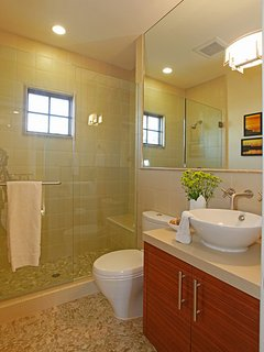 Main floor bathroom adjacent to Bedroom #2