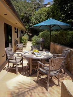 Outdoor dining area off the kitchen & family room